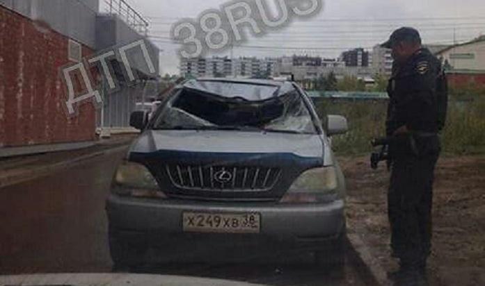 Девушка, упавшая после селфи с15-го этажа наLexus, скончалась вбольнице вИркутске