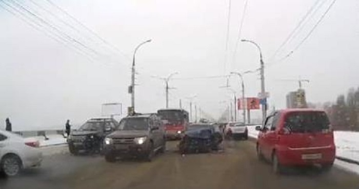 ВИркутске три автомобиля столкнулись наплотине ГЭС