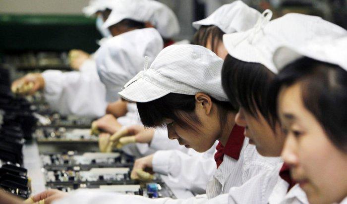 Китайских студентов принуждали собирать на заводе iPhone X