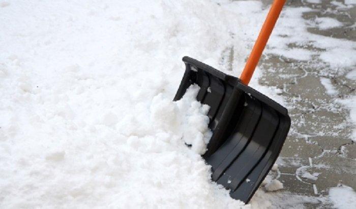 Наулицах иводворах Иркутска убирают снег более 1,5тысячи дворников