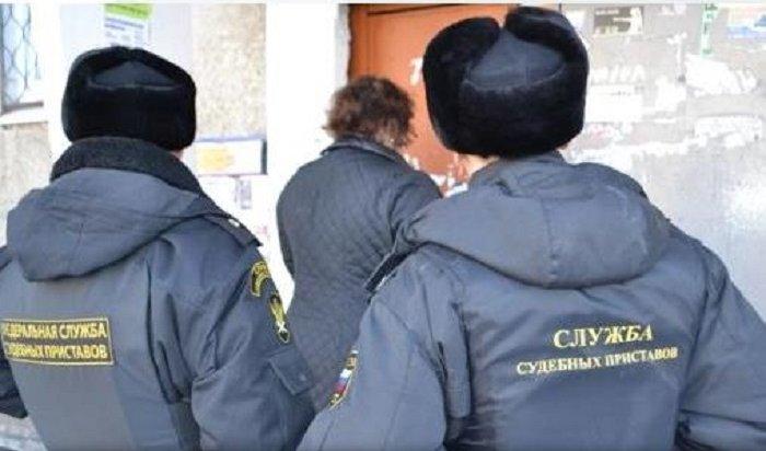 ВНижнеудинске судебные приставы спасли отсемейного насилия 3-летнюю девочку иее11-летнего брата