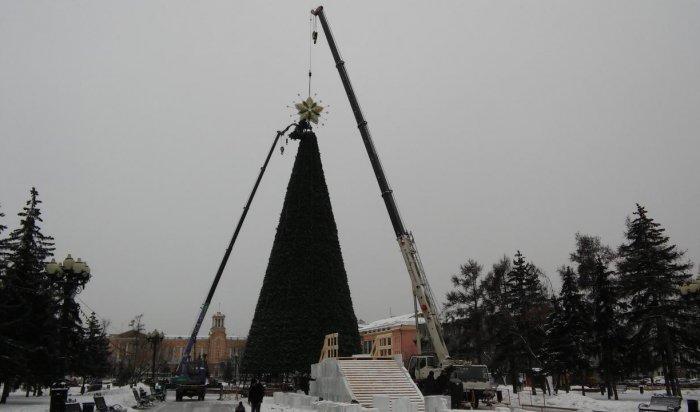 В Иркутске на главную ёлку установили звезду