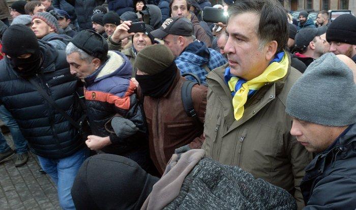 Саакашвили: «Неизвестные напали нанашпалаточный лагерь возле Рады»