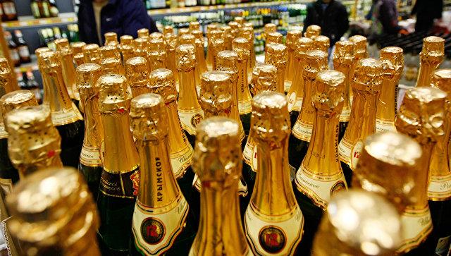 В Петербурге могут разрешить круглосуточную продажу шампанского в Новый год