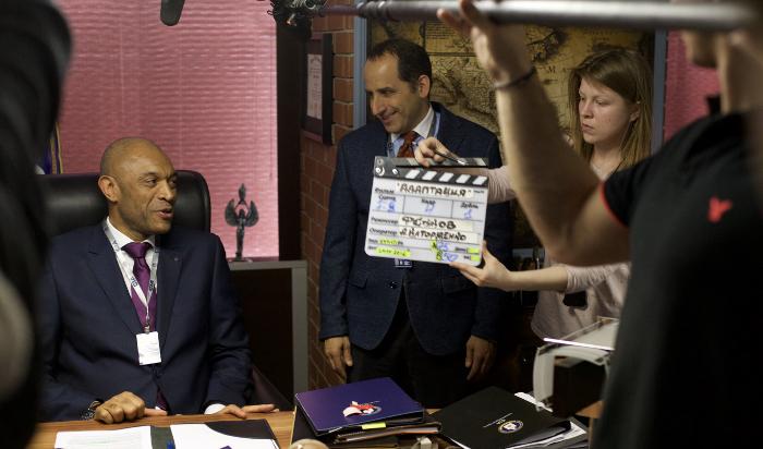"""Голливудский актер Питер Джекобсон: «В""""Адаптации"""" мой герой всего лишь мужчина маленького роста сбольшим носом»"""