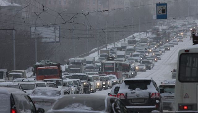 Утром 14 декабря Иркутск встал в восьмибалльных пробках