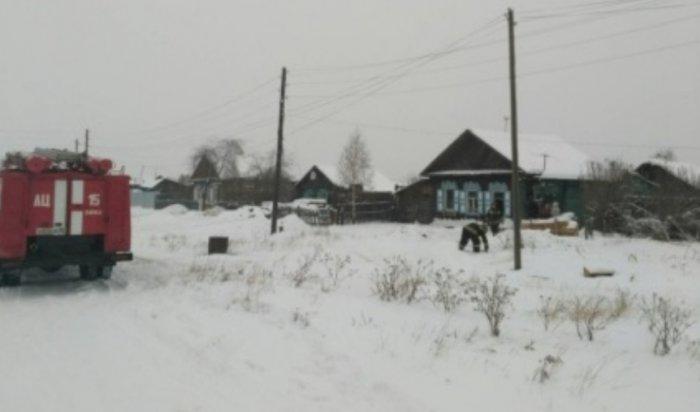 В Зиме из горящего дома спасены двое детей и пенсионерка
