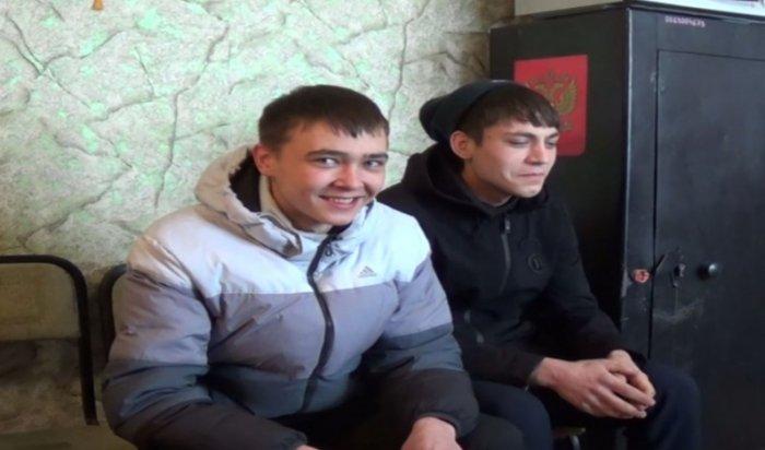 В Усолье-Сибирском двое молодых людей украли голубую ель