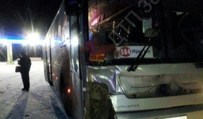 Очевидцы сообщили обаварии с участием автобуса иконя вЗаларинском районе