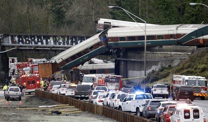 При крушении поезда в США пострадали свыше 100 человек