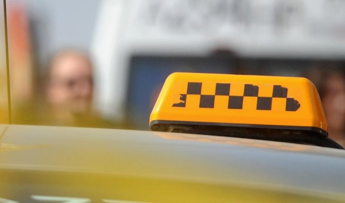 В Тайшетском районе завели уголовное дело на таксиста, перевозившего пассажиров по тонкому льду