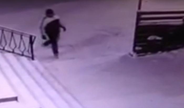 В Усть-Куте разыскивают поджигателей венков (Видео)