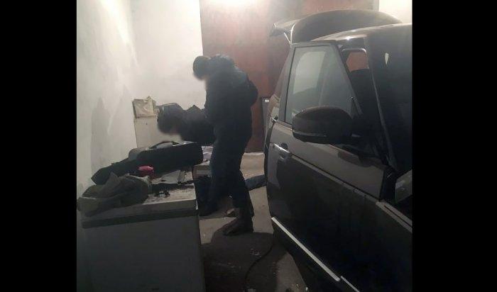 В Иркутске задержаны подозреваемые в краже люксового автомобиля Range Rover