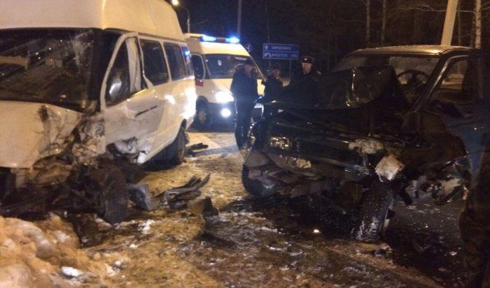 В Тайшетском районе УАЗ протаранил маршрутку с пассажирами