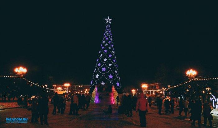 В сквере имени Кирова устанавливают 50 световых опор и две арки
