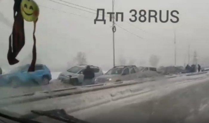 Четыре аварии с участием 12 машин произошли на Покровской развязке