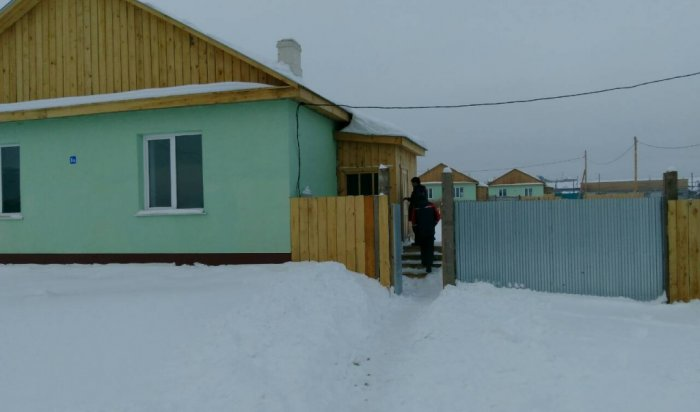 В Заларинском и Нукутском районах дети-сироты получили ключи от квартир