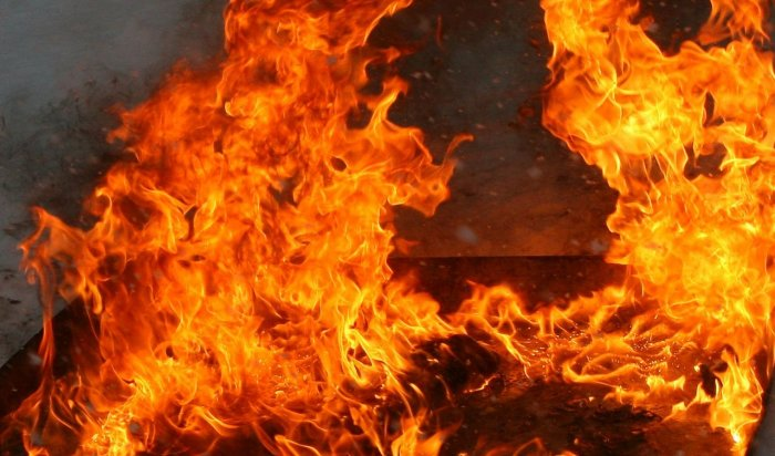 В Иркутском районе на крупном пожаре погибли мужчина и женщина