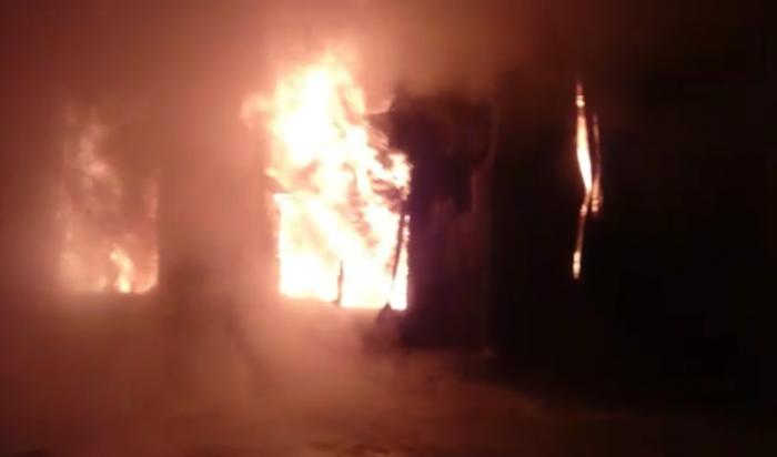 Лесоперерабатывающее предприятие загорелось в Усть-Куте