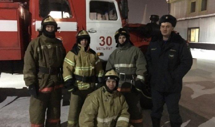 В Усть-Куте пожарные спасли человека, замерзающего на льду реки