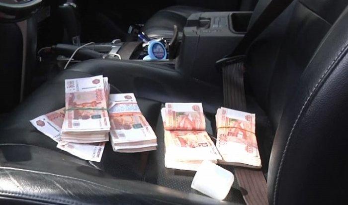 В Ростове таксистка вернула пассажирам забытые 4 миллиона рублей