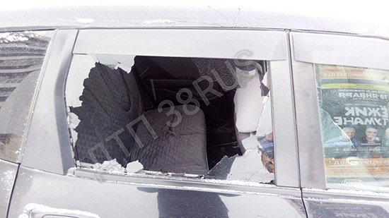 На улице Маршала Конева в Иркутске был обстрелян автомобиль