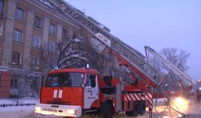 В Иркутске на улице Красного Восстания горел пятиэтажный дом