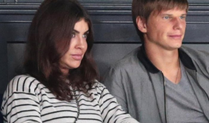 Жена Аршавина была снята савиарейса из-за «деструктивного поведения»