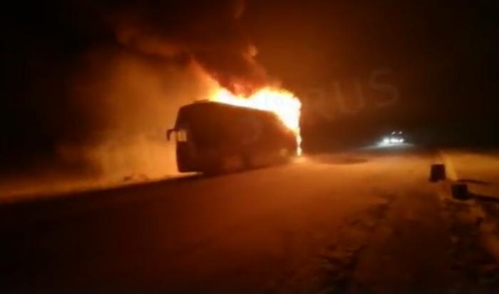 Ночью 9 января сгорел автобус, следовавший из Иркутска в Усть-Илимск (Видео)