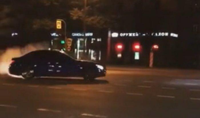 «Богатые русские дети» на BMW устроили дрифт на Московском проспекте