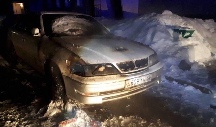 ВИркутске неизвестные подожгли автомобиль Cadillac Escalade, авАнгарске— Toyota Mark II
