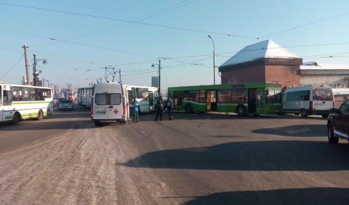 В Иркутске на Глазковском мосту столкнулись два пассажирских автобуса, пострадали двое