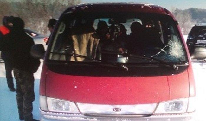 В Чунском районе водитель маршрутки перевозил пассажиров по льду реки, рискуя жизнями людей