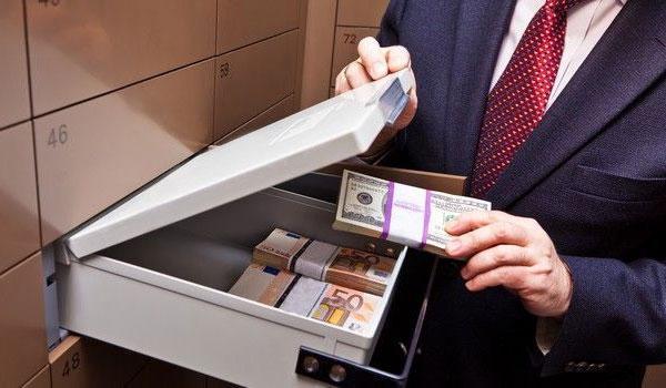 ВМоскве упенсионера украли 400 000долларов избанковской ячейки