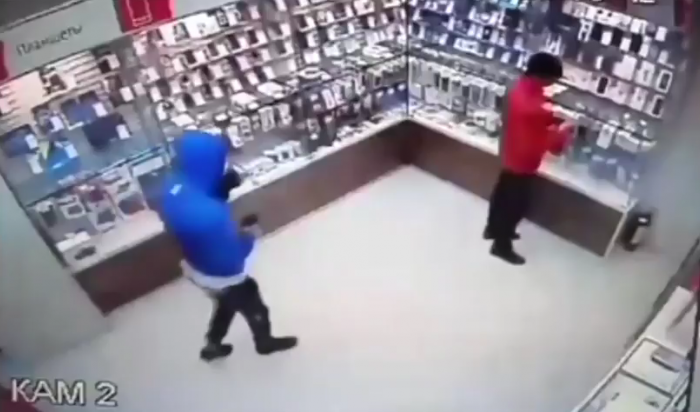 В Иркутске в Ново-Ленино совершено нападение на салон сотовой связи (Видео)