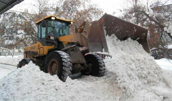 В Иркутске в Октябрьском округе от снега  очищено 250 дворов