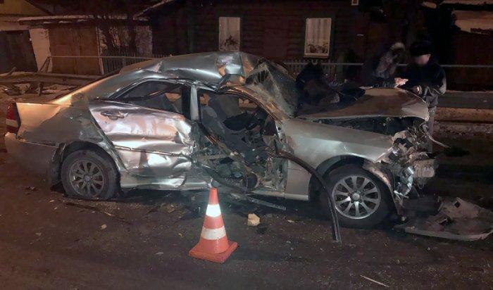 В Слюдянском районе в ДТП с участием большегруза и легкового автомобиля пострадали 4 человека (Видео)