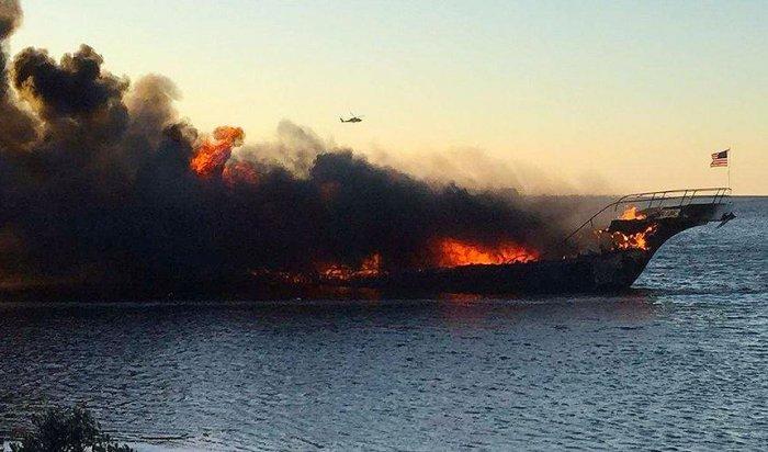 В США сгорело судно-казино Sun Cruz, 15 человек пострадали