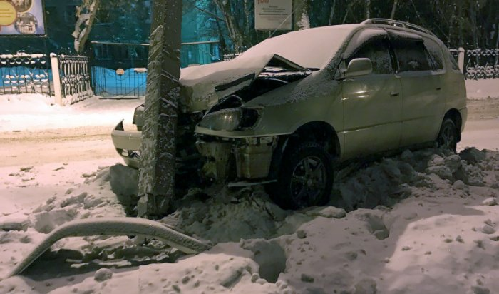 В Иркутске водитель Toyota Ipsum сбежал с места ДТП и заявил об угоне автомобиля