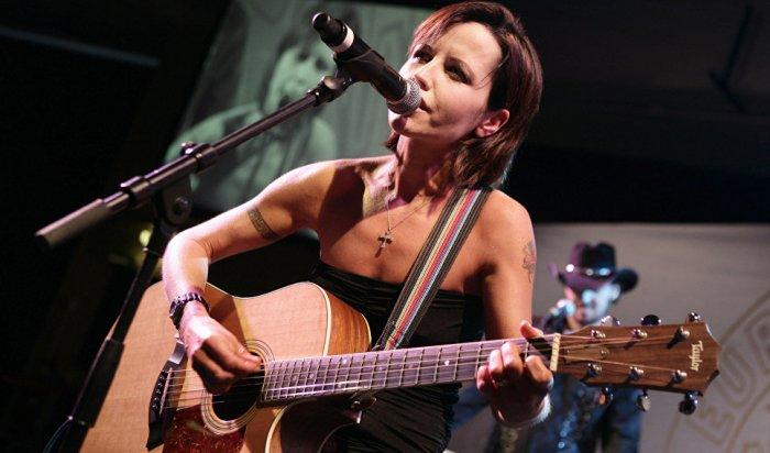 Внезапная кончина рок-певицы Долорес О'Риордан названа «необъяснимой»