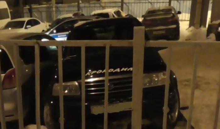 В Иркутске водитель автомобиля Suzuki во время парковки насмерть сбил свою сожительницу