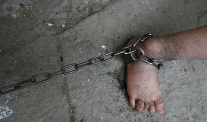В США супруги морили голодом и держали 13 своих детей на цепи