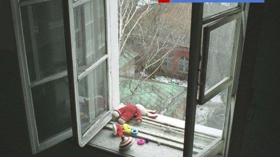 НаАлтае мать-наркоманка выкинула двухлетнюю дочь изокна