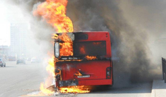 Более 50человек сгорели вавтобусе натрассе вКазахстане (Видео)