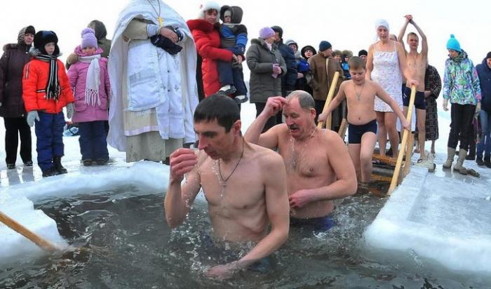 ВСаянске из-за морозов отменили «крещенские» купания виорданях