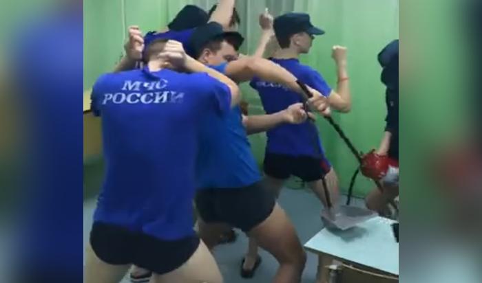 ВфутболкахМЧС: Снят клип вподдержку ульяновских курсантов