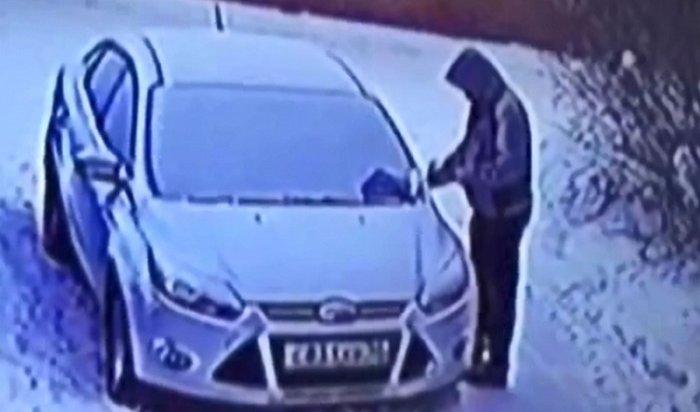 Поджигатель автомобиля вИркутске «засветился» навидео скамеры наружного наблюдения