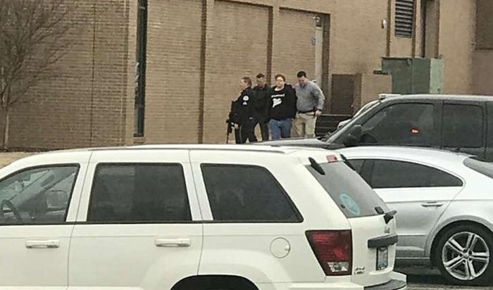 В США 15-летний подросток расстрелял более 20  детей в школе