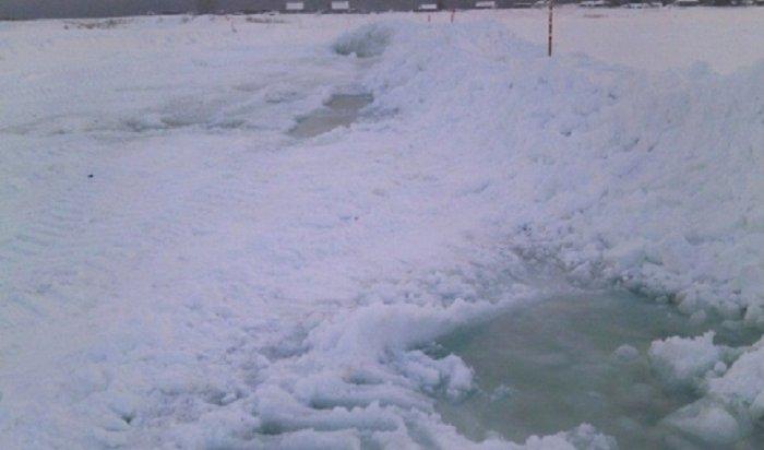 В Киренском районе закрыли ледовую дорогу через реку Лена из-за неудовлетворительного состояния