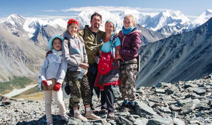 Иркутян приглашают принять участие в проекте «Подари ребенку семью»